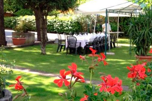 Hotel-maloia-ristorante-giardino-6